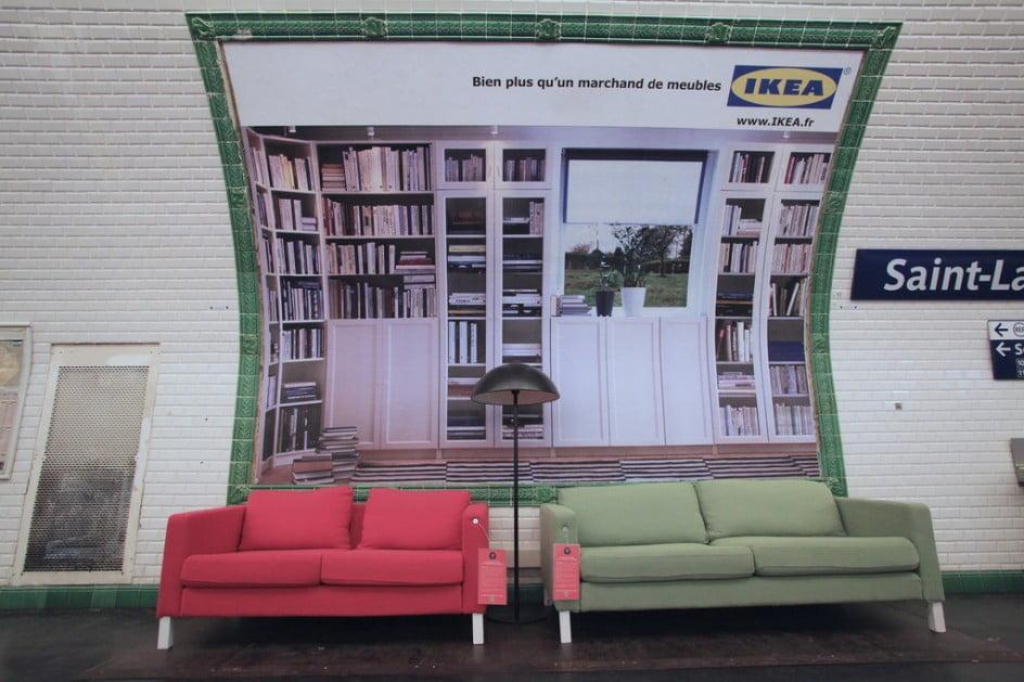 Unconventional Marketing con i divani Ikea in metro a Parigi